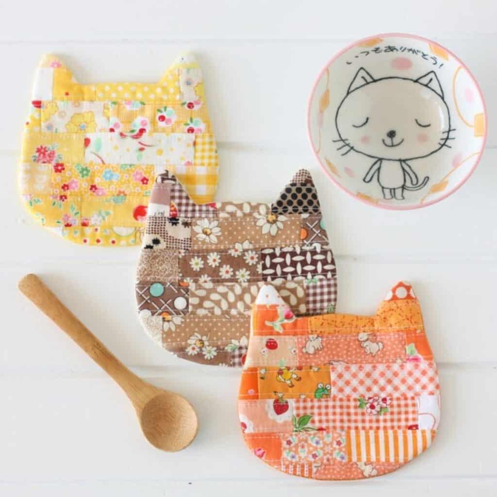scrap fabric cat coaster pattern