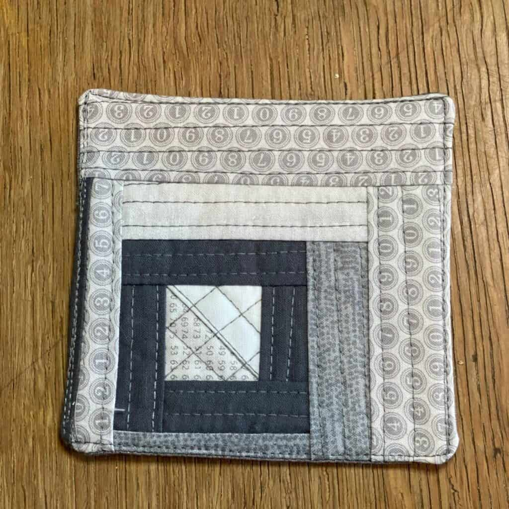 quilted coaster - grey with square centre