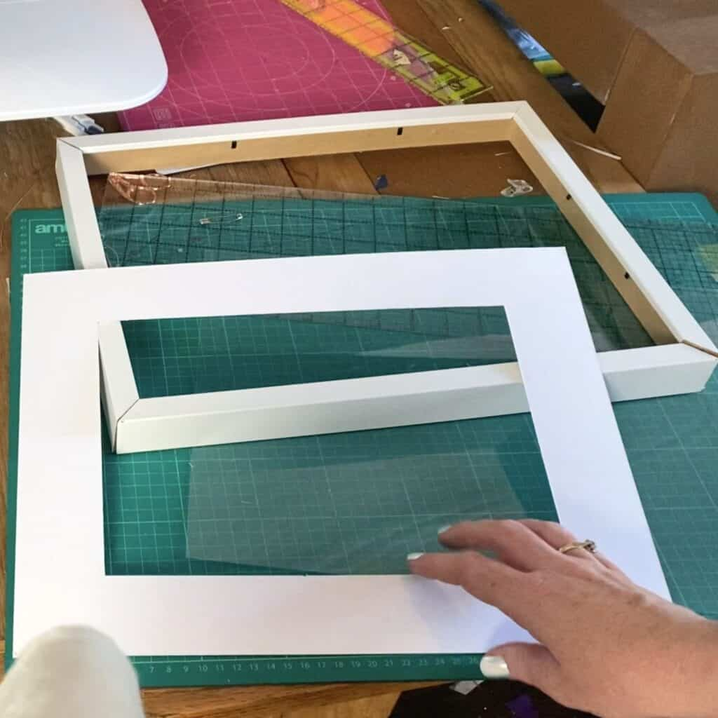 frame with a mount for quilted wall hanging